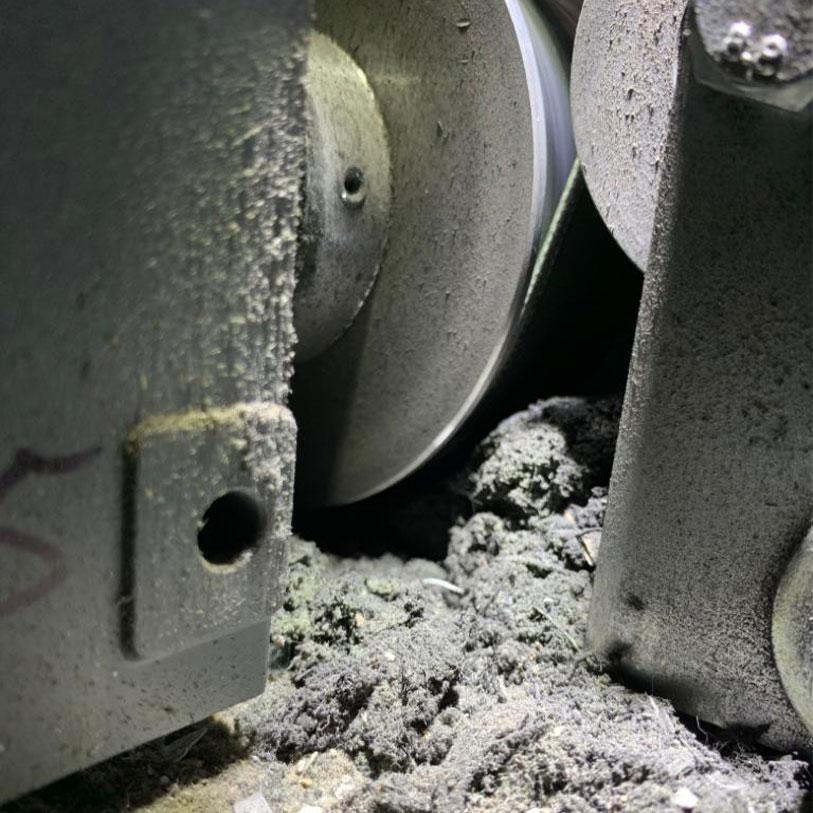 Industrie Mechanik Service Patrick Schlegel | Verschlissener Flachriemen durch Fremdkörper
